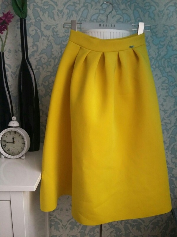 Poszukuję spódnicy Mohito XS w tym kolorze.