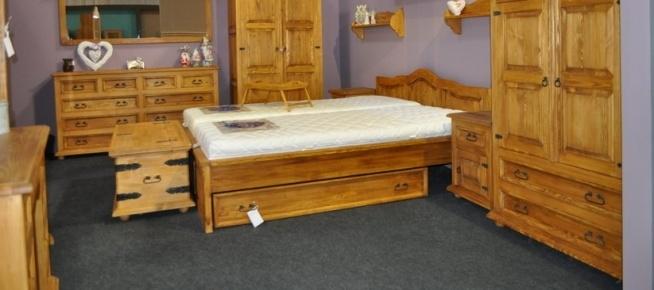 Drewniane eble do sypialni wykończone naturalnym woskiem
