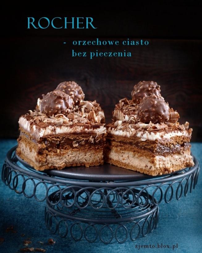 Ciasto Rocher - bez piecznia  Składniki: (na formę o wym. 24 x 24 cm)  1 puszka masy kajmakowej o smaku kakaowym (460 g) 500 g mascarpone 250 ml śmietanki kremówki 30 % 100 g orzechów laskowych 1 wafelek o smaku orzechowym (50 g) 1 łyżka cukru pudru opcjonalnie 2 łyżki alkoholu (likieru Amaretto, Baileys, likieru kawowego lub czekoladowego) ponadto:  herbatniki kakaowe ok. 45 sztuk  Sposób wykonania:  Orzechy podprażyć na suchej patelni i wystudzić. Włożyć pomiędzy 2 arkusze ręczników kuchennych i energicznie pocierać, by pozbyć się skórki. Tak przygotowane orzechy drobno posiekać.  Mascarpone i śmietankę (powinny być dobrze schłodzone) umieścić w misie miksera. Ubić na dosyć sztywny krem.  1/3 kremu odłożyć. Dodać do niego 1 łyżkę cukru pudru i dobrze wymieszać.  Do pozostałej części kremu dodać 2 łyżki masy kajmakowej, połowę posiekanych orzechów, drobno pokruszonego wafelka i alkohol, jeśli dodajecie. Wszystko krótko zmiksować, tylko do połączenia składników.  Pozostałą masę kajmakową wymieszać z drugą połową posiekanych orzechów.  Na dnie formy ułożyć warstwę herbatników. Na ciastka wyłożyć masę orzechową. Przykryć ją kolejną warstwą herbatników. Następnie rozsmarować kajmak z orzechami. Ułożyć ostatnią warstwę herbatników. Na wierzchu rozsmarować białą masę z mascarpone.  Ciasto wstawić do lodówki. Najlepiej na noc, by herbatniki ładnie zmiękły.  Jeśli zależy Wam na czasie, krótko namoczcie herbatniki w mleku. Ciasto będzie gotowe do spożycia po godzinie.  Przed podaniem ciasto można posypać kakao i startą czekoladą.  Do dekoracji ciasta użyłam gotowych pralinek, ale można też samodzielnie przygotować pralinki orzechowe  Smacznego :)