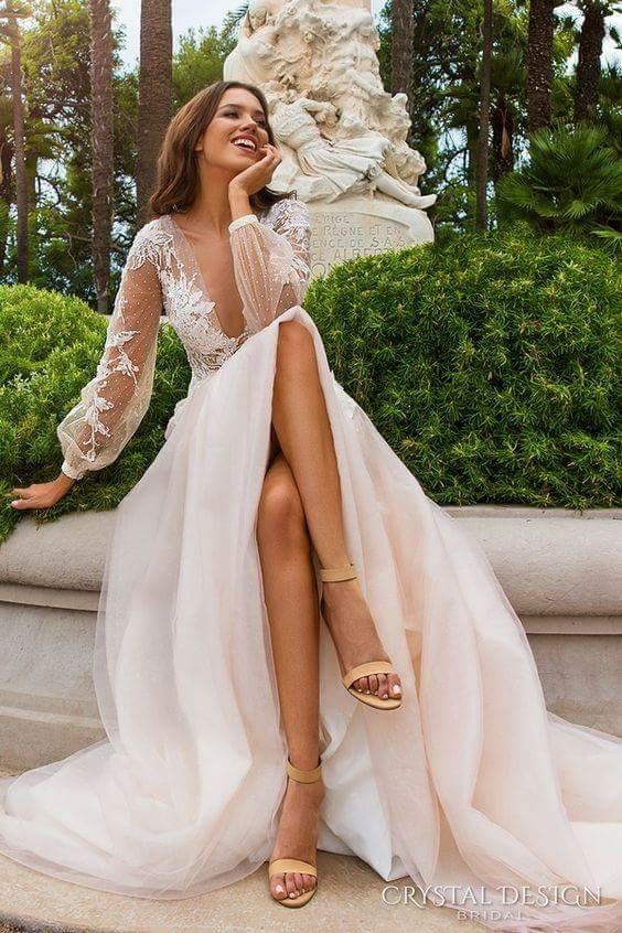 Przepiękna suknia ślubna, zauroczyłam się w niej :)