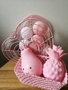 Lampeczki LED na baterie. Różowa gruszka i ananas prezentują się uroczo!  bogatewnetrza.pl