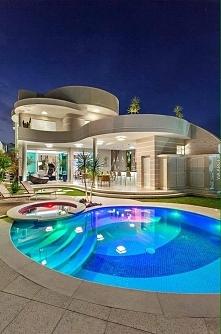 Jeżeli dom z basenem to właśnie taki!