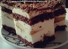 Delikatne ciasto na biszkopcie, przełożone masą jogurtową. Robi się szybko, a jeszcze szybciej znika ze stołu. Zapraszam :)