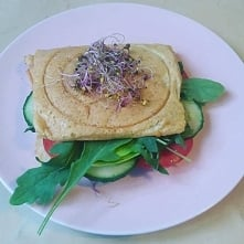Chlebek białkowo-tłuszczowy z warzywami