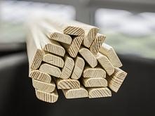 Poprzeczka z drewna sosnowego wyprofilowana i dopasowana do tablicy suchoście...