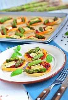 Przepis na mini pizze ze szparagami i serem camembert :)