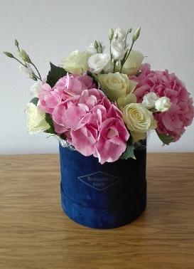 Bukieciarnia Szafir Kwiaty W Pudełku Mobilna Kwiaciarnia War Na