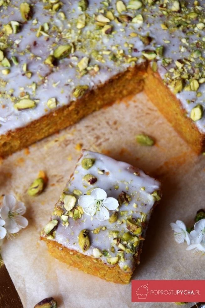 Ciasto marchewkowe z pistacjami