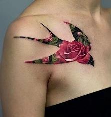 jaskółka róża tatuaż