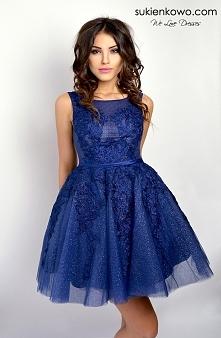 Chętnie sprzedam identyczną sukienkę w rozmiarze 36 :) Tył jest gorsetowy, su...