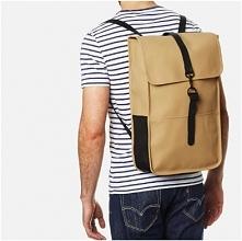Plecak duńskiej firmy Rains to bezpretensjonalne połączenie funkcjonalności z...