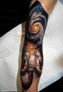 galaktyka i mamut tatuaż na...