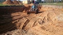 Przygotowanie terenu pod budowę domu  Budowa domu to inwestycja na całe życie. Z pomocą naszej firmy, pójdzie dużo łatwiej. Zapraszamy!