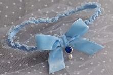 Podwiązka ślubna z niebieskiej koronki z kokardą