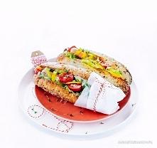 Zdrowe hot dogi  2 podłużne bułki pełnoziarniste z ziarnami 2 parówki (o jak ...