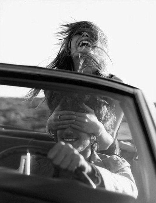Może niektórych kobiet nie da się poskromić. Może potrzebują biegać na wolności, dopóki nie znajdą kogoś, tak dzikiego, aby biegał z nimi.   - Carrie Bradshaw