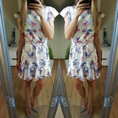 przepiękna sukienka w kwiatki od xana collection. :) na moda