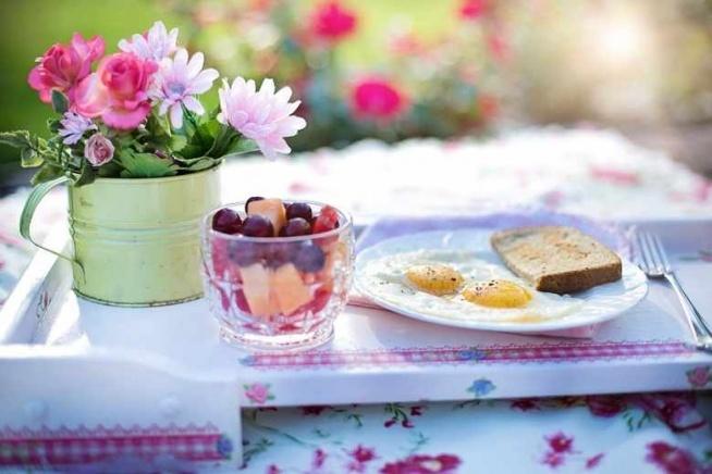 Numer 2 <3 Pyszne śniadanko! Ale nie byle jakie i nie tradycyjne! Bo w naszym wspaniałym ogrodzie, który mama tak uwielbia :)