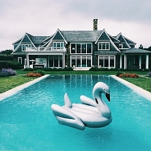 chce taki dom, basen i materac!