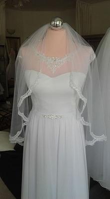 elegancka, delikatna suknia slubna