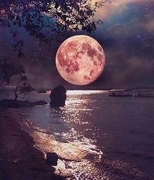 taaaki księżyc