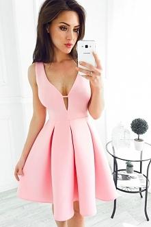 Link do sukienki po kliknięciu w zdjęcie
