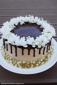 Tort z dżemem wiśniowym i kremem Milky Way