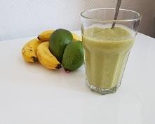Dzień 1/7. Smoothie 2xbanan, pół awokado, odrobina melka kokosowego.