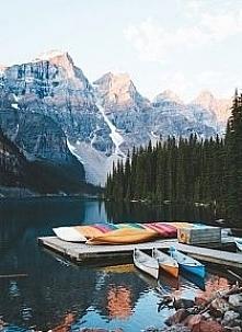 Jezioro Moraine w Parku Narodowym  Banff w Kadandzie