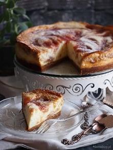 Sernik z musem rabarbarowym / Rhubarb mousse cheesecake
