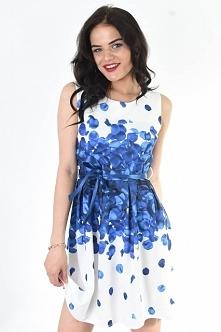 Zjawiskowa sukienka w prześliczne płatki róż – to nasza propozycja dla Ciebie...