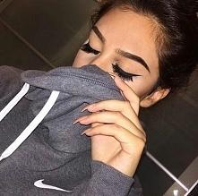 Jak zrobić idealną kreskę eyelinerem? - LINK W KOM!