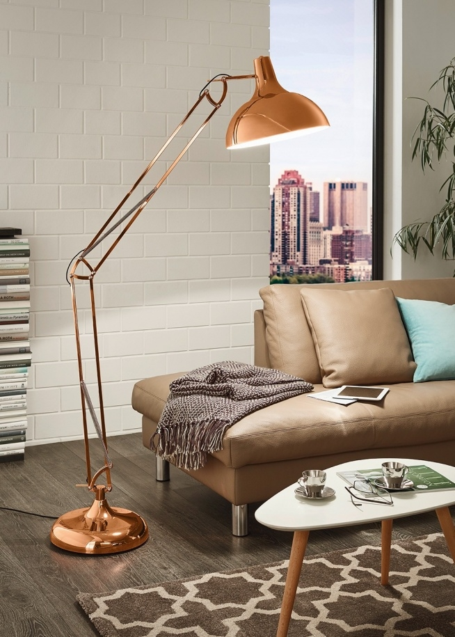 LAMPA podłogowa BORGILLIO 94705 Eglo regulowana OPRAWA stojąca vintage miedziana dostępna w =mlamp=  Prezentowane oświetlenie to lampa podłogowa, która swoją funkcję może pełnić w gustownie urządzonym salonie czy też pomieszczeniu biurowym. Stylowy wygląd lampie zapewnia miedziana barwa, która jest modną i nowoczesną propozycją. Metalowa oprawa, która swoim wyglądem nawiązuje do stylistyki retro posiada możliwość regulowania kąta światła, dzięki czemu można ją dopasować do swoich potrzeb.