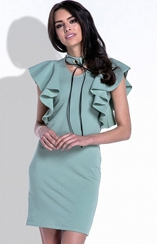 Fobya F412 sukienka oliwkowa Zjawiskowa sukienka, dopasowany fason, rękawy wykończone piękną ozdobna falbaną