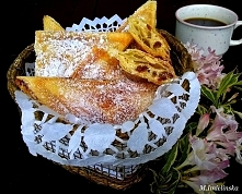 Ciasteczka robione w tosterze, to dla mnie absolutny hit, zwłaszcza, że uwielbiam ciasto francuskie. Ja nadziałam je serem i rodzynkami ale można dodać do nich w zasadzie wszyst...