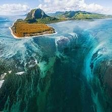 Podwodny wodospad na wyspie Mauritius