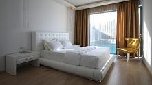 Luksusowa sypialnia w hotelu Diamond Deluxe zlokalizowanym na malowniczej wys...