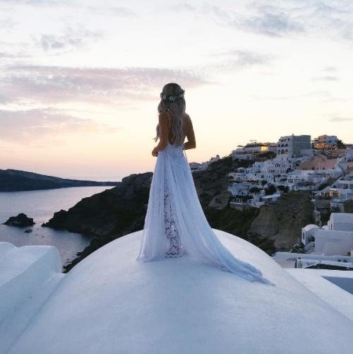 Ahhhhh.....Jeżeli mielibyście możliwość wyprawienia swojego wesela za granicą ,gdzie by to było ? :))Wszystkim świeżo upieczonym małżonkom wszystkiego najlepszego na nowej drodze życia !