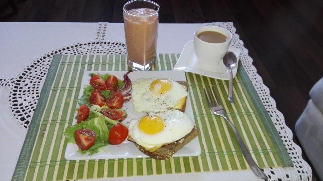 Śniadanie jest najważniejszym posiłkiem dnia więc musi być konkretne :)