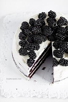 BLACK VELVET CAKE z serkiem kremowym i jeżynami