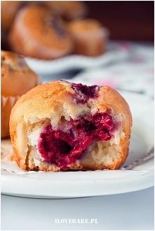 Muffinki z malinami i białą...