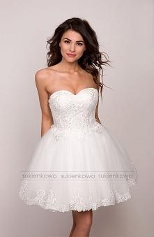 Poszukuje tej sukienki kolor biały albo ecry roz 36 moze ktos ma albo wie gdz...