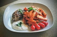 Indyk z batatem i sosem czosnkowym