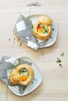 Śniadanie idealne ;) Jajko zapiekane bułce z szynką parmeńską, serem i szpina...