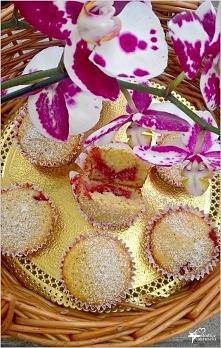 Babeczki na oleju kokosowym z wiśniową niespodzianką *przepis po kliknięciu w...