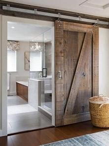 Sposób na oddzielenie przestrzeni sypialni od łazienki.