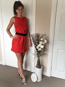 Czerwona sukienka firmy Zar...