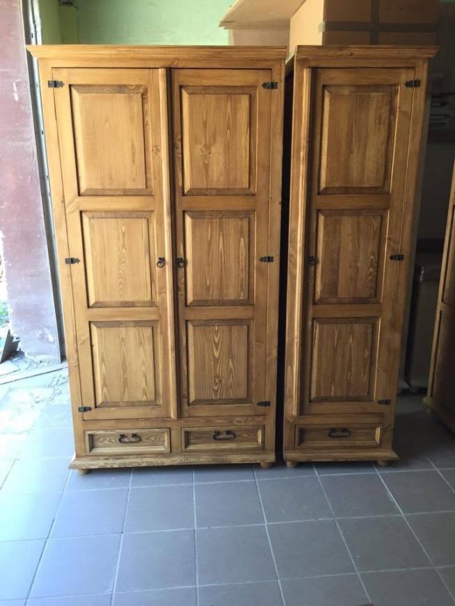 trzydrzwiowa szafa rustykalna z litego drewna