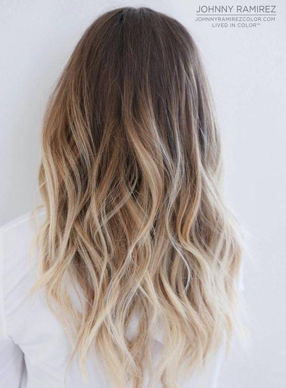 """Babeczki ! <3 Jakiś miesiąc temu robiłam na włosach sombre, na początku włosy całkiem ładnie to przyjęły lecz teraz są bardzo bardzo suche :( Puszą się i nie chcą się układać , przed rozjaśnianiem były całkiem znośne ,może nie jakieś super zdrowe ale nie było aż tak źle jak teraz.Już nie wiem o mam robić. Od jakiś 3 lat używam stale tego samego szamponu """"Pirolam"""" ponieważ po każdym innym dostaje łupieżu oraz swędzi i piecze mnie skóra głowy. Do tego używam od 2 lat masek z Kallas Keratin i Bananowej zawsze ładnie mi odżywiały włosy lecz tym razem i one nie dają rady. Pomocy ! Macie może jakieś specyfiki, maski, olejki czy balsamy do tak bardzo zniszczonych włosów? Może któraś poleci coś naprawdę godnego uwagi i nie za miliony :) Z góry dziękuję ! I zapraszam do komentowania :)"""