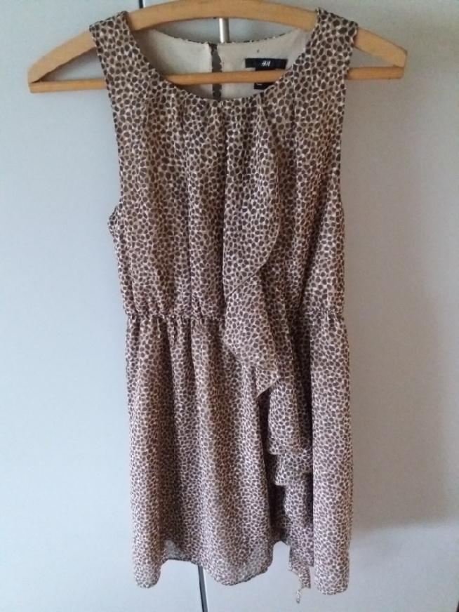 Dziewczyny zakupiłam taką oto sukienkę. Zdjęcie tak nie oddaje ale jest naprawdę śliczna jak dla mnie ♡ Jak myślicie pasowalaby na wesele i z jakim kolorem dodatków fajnie by się komponowała? :) Z góry dziękuję ;)